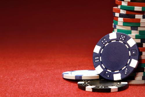 Quels sont les différents types d'impôts qui peuvent être prélevés lors des gains obtenus dans un casino en ligne ?