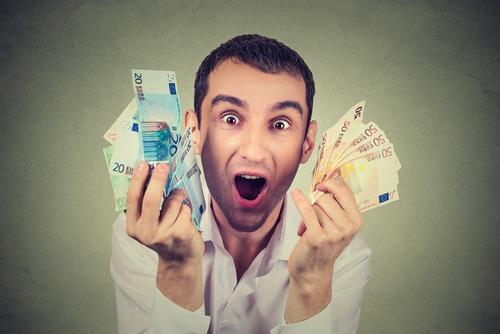 joueur heureux gagne argent